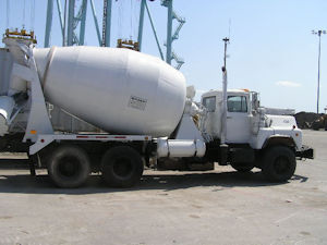 Mack DM690 Cement Mixer